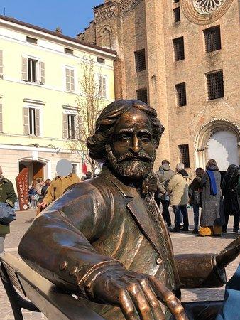 Scultura di Giuseppe Verdi