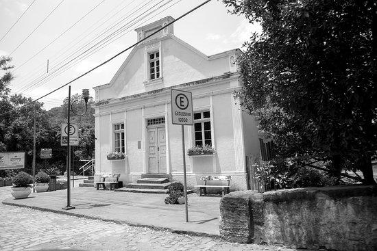 """State of Rio Grande do Sul: Casa Amarela, no Núcleo de Casas Enxaimel, No """"Buraco do Diabo"""" em Ivoti - RS."""