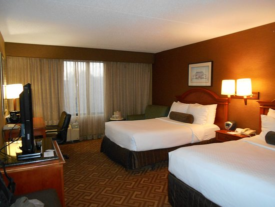 Crowne Plaza Hotel Englewood Photo