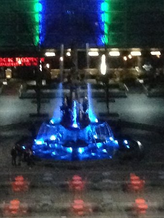 The Westin Cincinnati: Fountain view from window 1