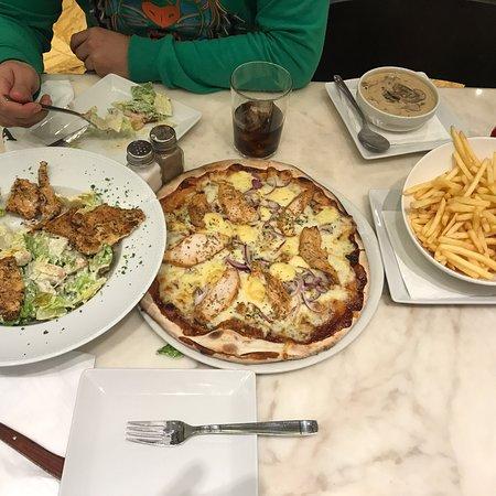 Pizzeria picasso puerto banus c muelle ribera local 48 - Zoom pizza puerto banus ...
