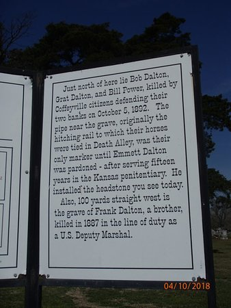 Coffeyville, KS: sign at cemetery