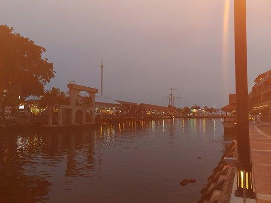Malacca River: 20180410_192202_large.jpg