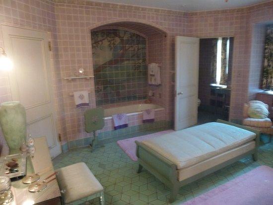 Rochester, MI: Very Spacious Bathroom