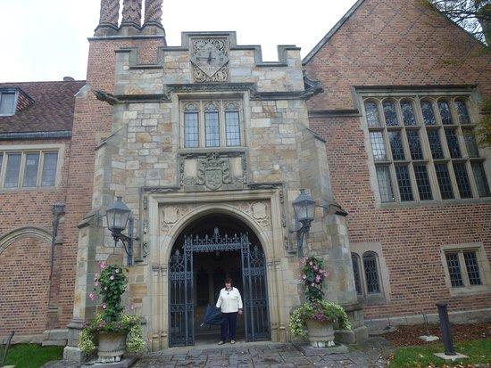 Rochester, MI: Gated Visitors Entrance