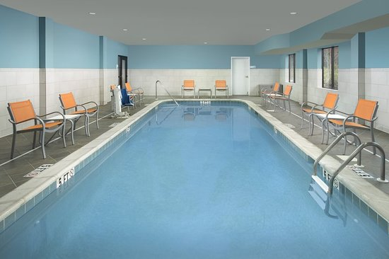 Holiday Inn Express Knoxville Strawberry Plains: Pool