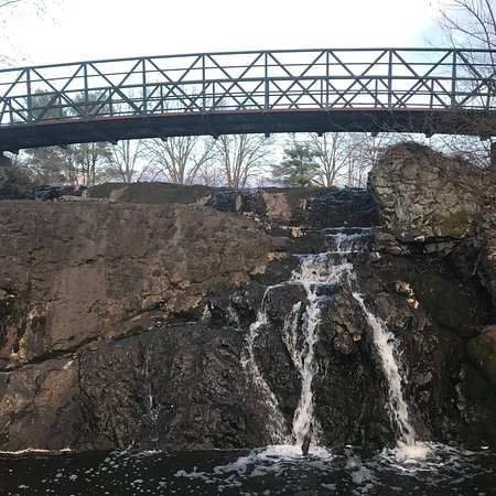 Newington, CT: Mill pond park