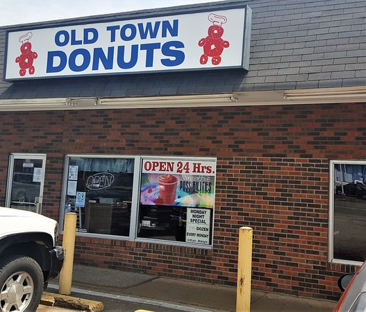 Florissant, MO: Store front with entrance on the left-side of the photo.