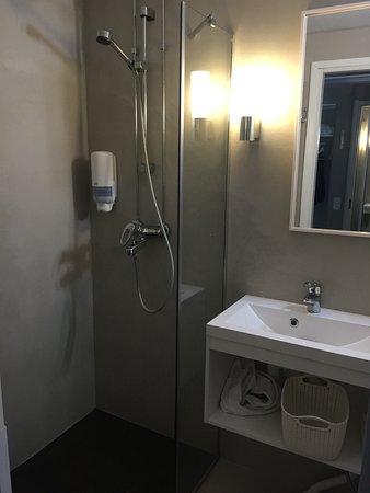 Finlandia Hotel Alba: kylpyhuone