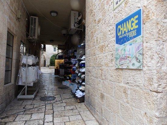 จิววิชควอเตอร์: Tiendas y casa de cambio