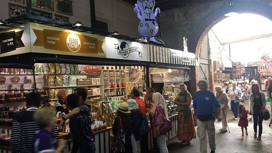 Morish Nuts stand at Fremantle Markets - Picture of Morish Nuts