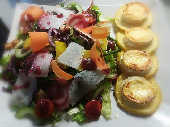 Le Jardin des Saveurs: salde Sucrée/Salée chévre sur toaste de pommes