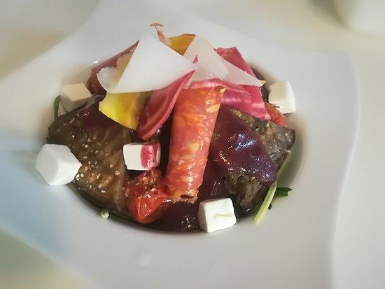 """Le Jardin des Saveurs: Salade""""Soleil"""", spaghettis de courgettes, feta, aubergines, tomates cerises marinées..."""