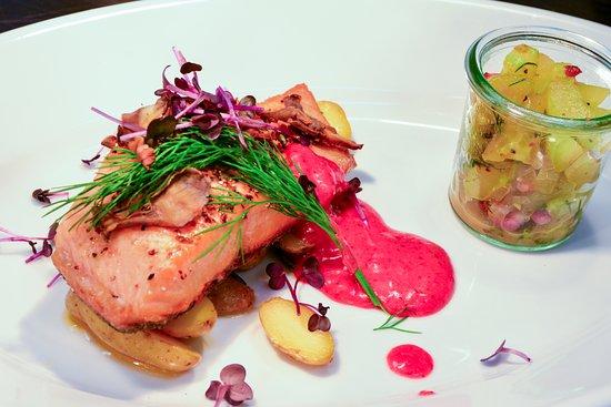 Himmelpfort, Germany: Fischfilet mit hausgemachter Marinade, Oma's Gurkentopf und La Ratte Kartoffeln