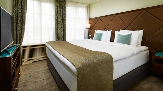 Aria Hotel Prague by Library Hotel Collection : Junior Suite Bach bedroom