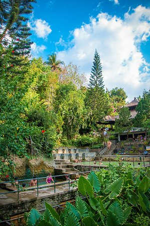 Banjar Hot Springs: Pool from Outside