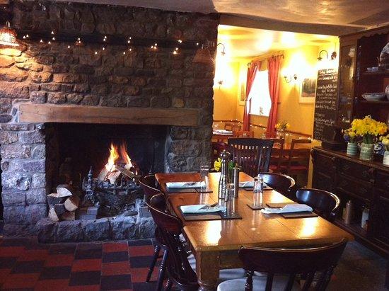 The Black Bear Inn: Welcoming fire