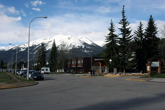 Lobstick Lodge: Views outside