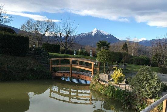 Estadens, Frankrijk: Pond and view