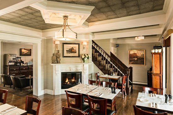 The Pointe Restaurant: Elegant Dining Room