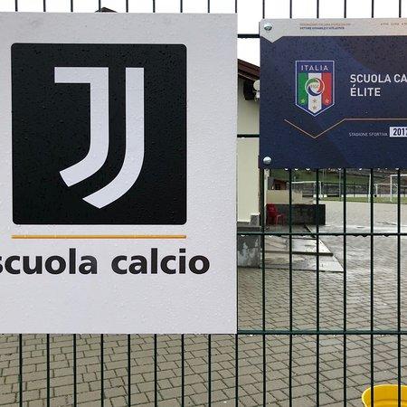 Campo di calcio e tribuna