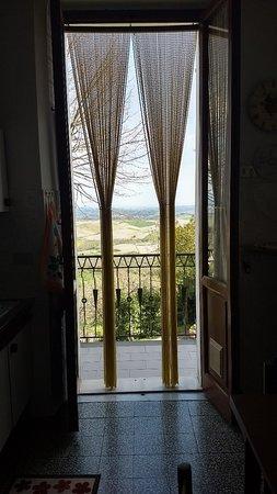 Chianni, Italia: IMG_20180408_064731042_HDR_large.jpg