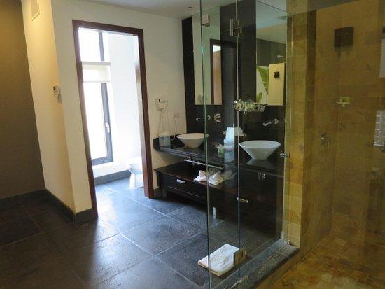 Los Altos Resort : Master Bathroom