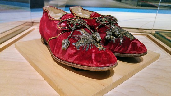 Bata Shoe Museum: Pope's shoes