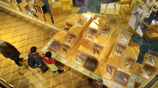 Bata Shoe Museum: Exposition