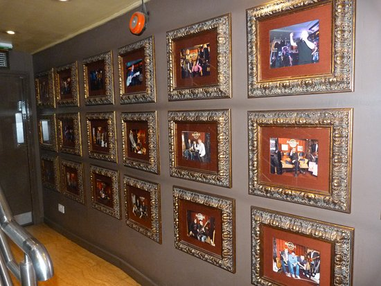 Hard Rock Cafe: Wall of photos