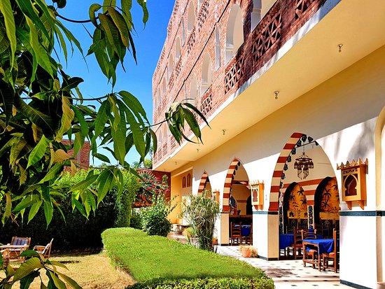 Hotel Sheherazade: open breakfast area - offener Frühstücksraum - salle de petit déjeuner ouverte