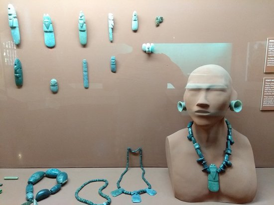 Museo Nacional De Costa Rica: Turquoise, and how it's used in jewelry.