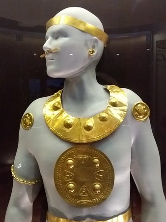 Museo Nacional De Costa Rica: Gold and how it was used to show leadership.
