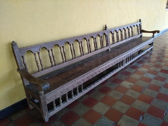 Museo Nacional De Costa Rica: One of the many incredible benches lining the covered areas ... stunning furniture.