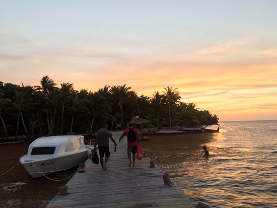 Long Caye, เบลีซ: The end of the day