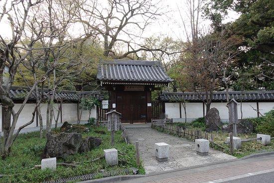 Nanushinotaki Park: 表側はきれいに整備されてます
