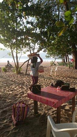 Pak Meng, تايلاند: Restos et marchands sur la plage