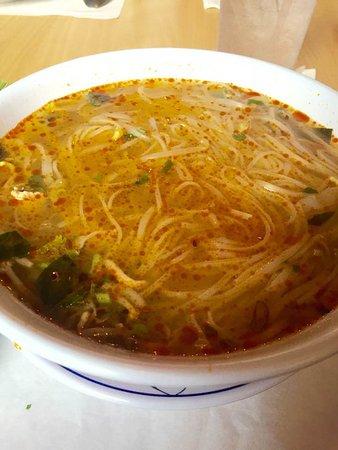 Saigon Cafe: Spicy beef pho...soooo good!