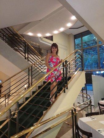 Hotel Neruda: Escaleras al comedor