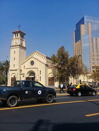 Hotel Neruda: Iglesia cercana al hotel