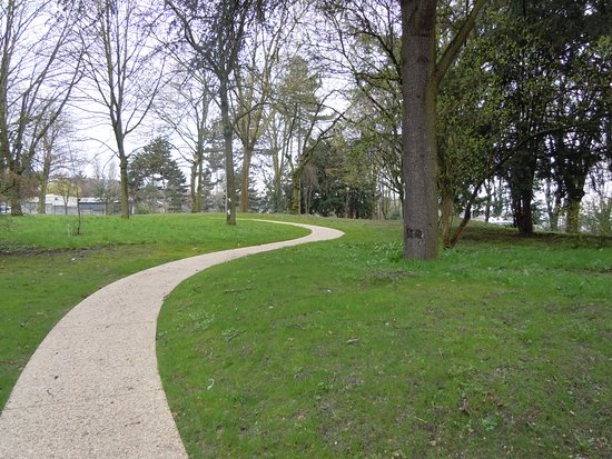Pantin, France: Allée du parc