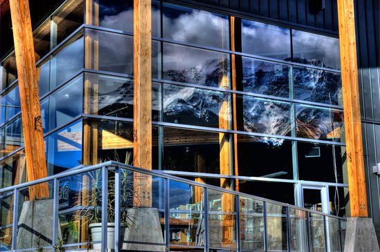 Pemberton, Καναδάς: View of Mt Currie from lounge area windows (Photo credit: Dave Steers)