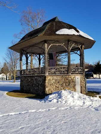 Richfield Springs, NY: Park Gazebo right across the street