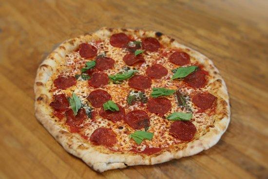 Carson, CA: Evan Angelo's Gelateria offers Neopolitan pizza.
