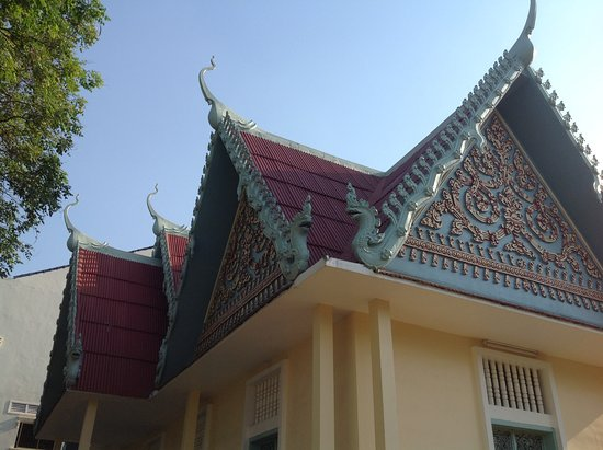Battambang Provincial Museum: You can see what I saw from outside the gate.