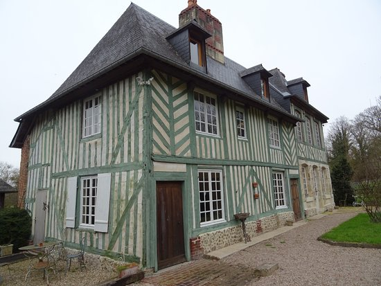 Pierrefitte-en-Auge, France: le manoir capacité de 19 couchages, salle de bain privative, cuisine equipée