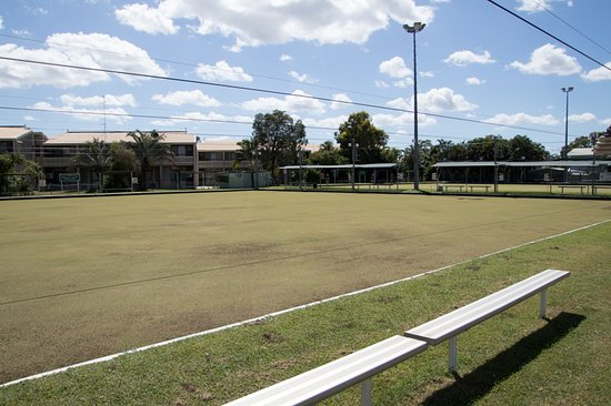 Emerald, Australien: Covered and open team seating and 2 lawns to play on