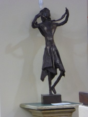 Brooksville, FL: One of the many sculptures at the art gallery's second floor