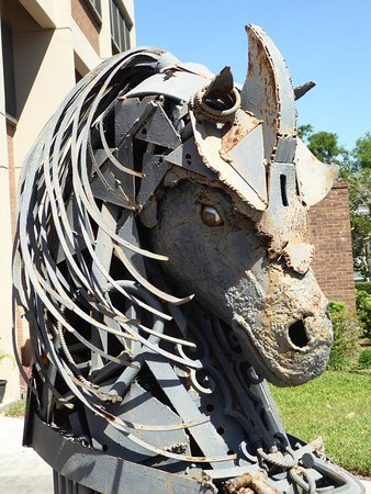Brooksville, FL: Close-up of the horses head at the entrance to the Art Gallery