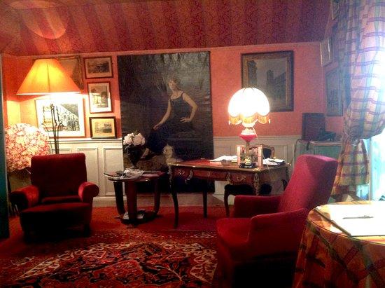 Hotel de Nice: Интерьер гостиной-столовой.